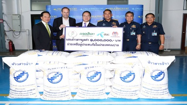 dtac, Rakbankerd, Benchachinda and Ruam Duay Chuay Kan donate rice to help quake victims in Nepal